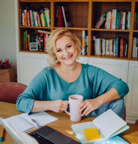 20 lat pracy korporacyjnej w sprzedaży, w marketingu, we własnej firmie oraz suma wzlotów i upadków życiowych są źródłem, z którego czerpię wiedzę - to one pozwalają mi dużo rozumieć i wiedzieć, z czym zmagają się kobiety.